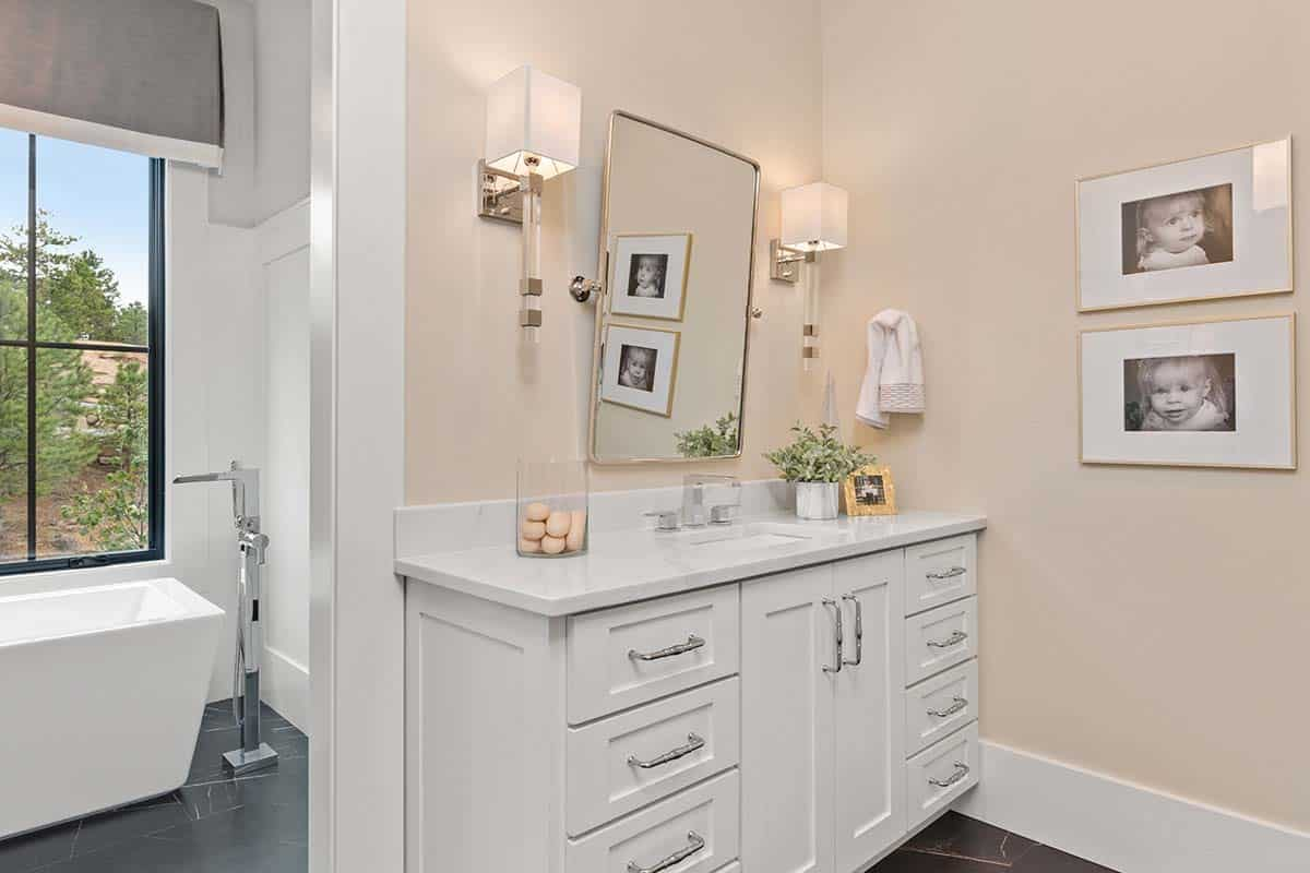 modern-mountain-bathroom