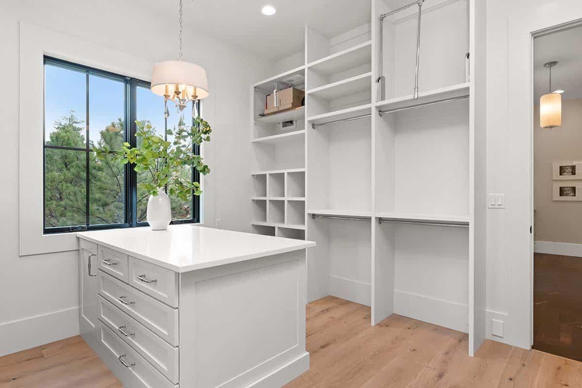 modern-mountain-closet