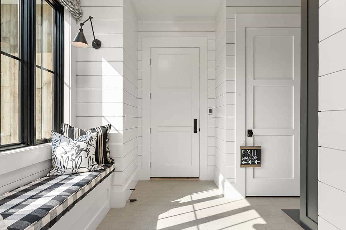 modern-mountain-hall-window-seat