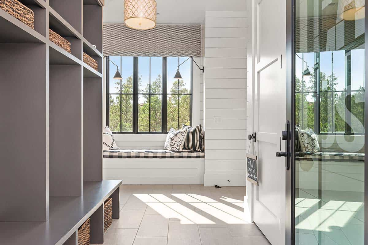 modern-mountain-mudroom