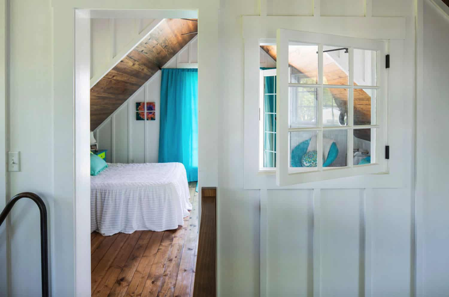porch-cabin-bedroom