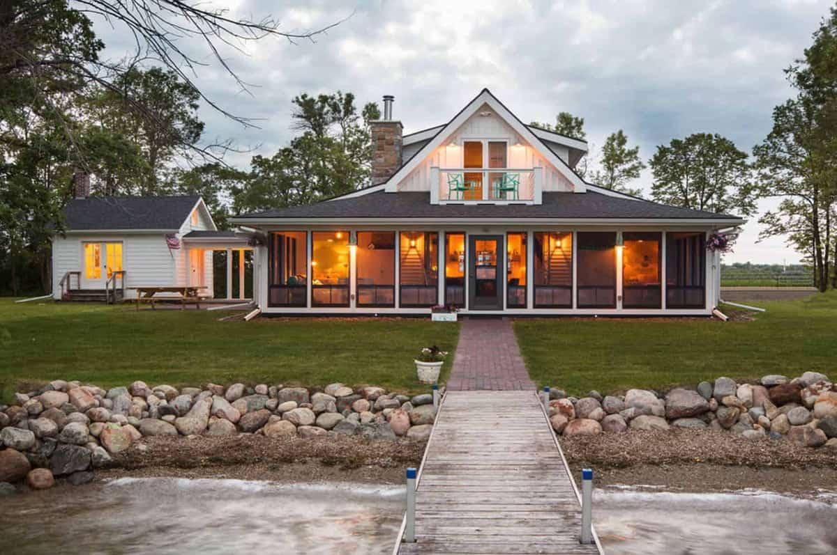 Charming lakeside summer cottage designed for family in Minnesota