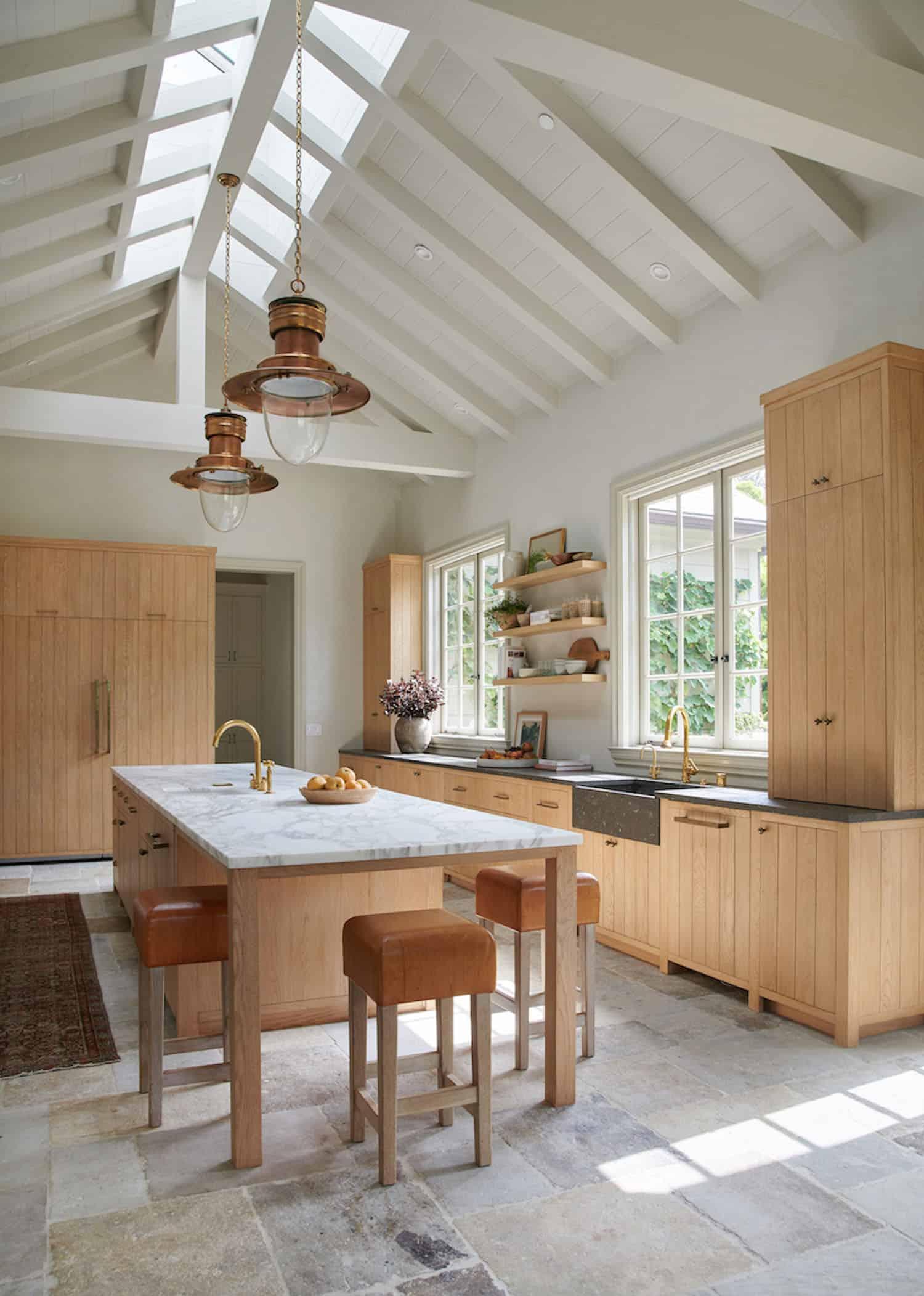rustic-farmhouse-style-kitchen