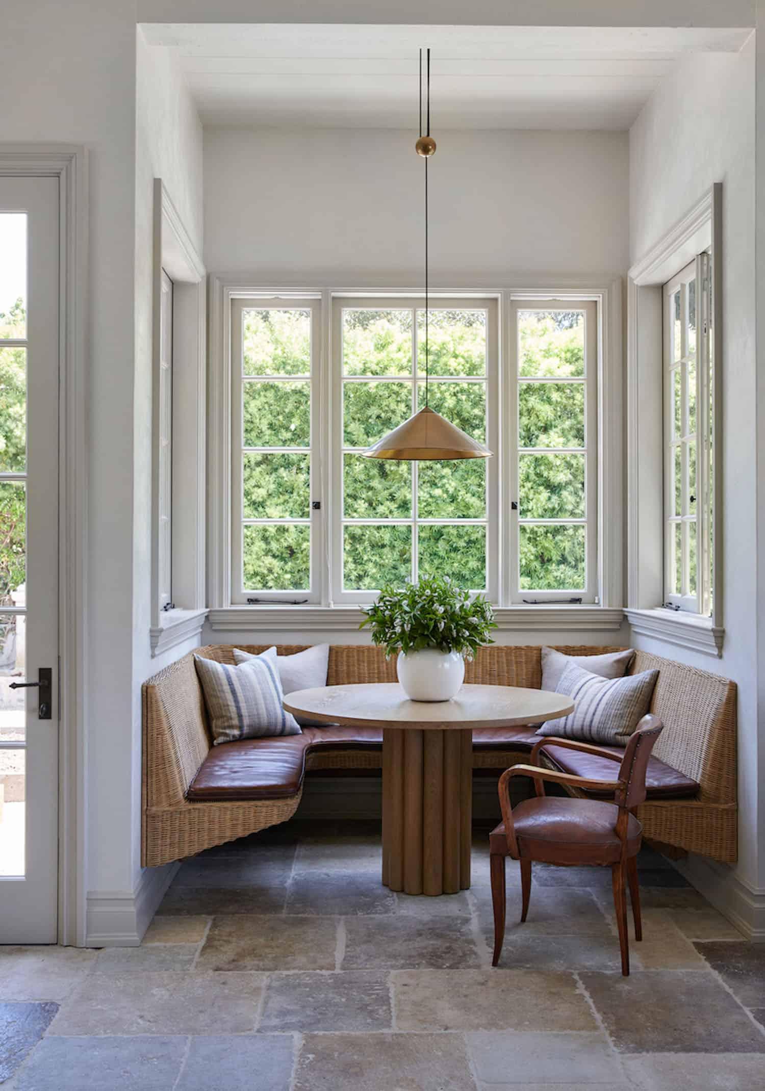 rustic-farmhouse-style-kitchen-breakfast-nook