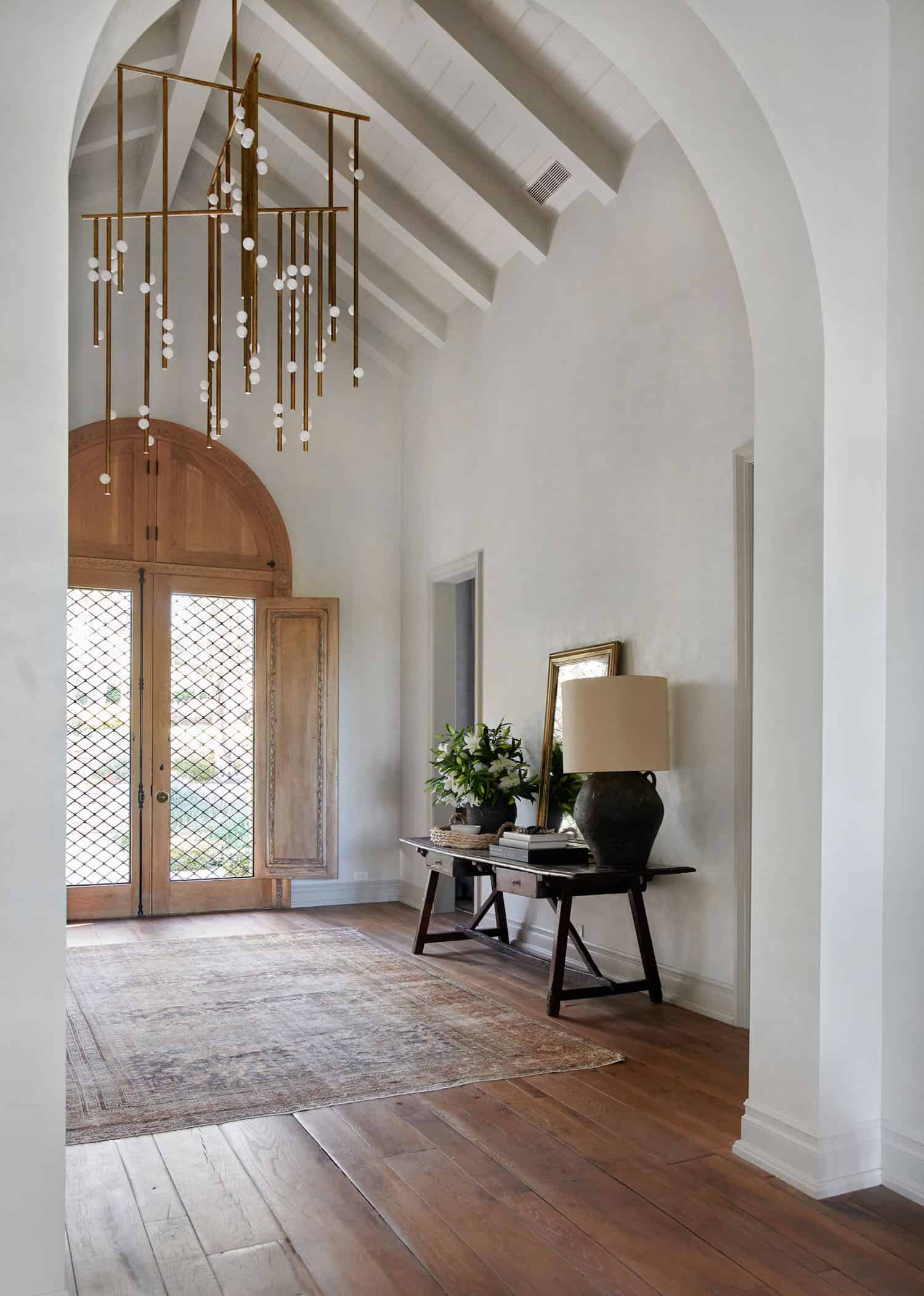 rustic-farmhouse-style-entry