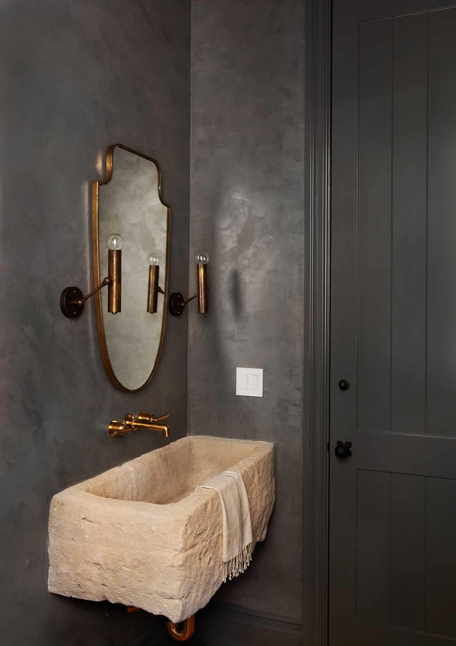 rustic-farmhouse-style-bathroom