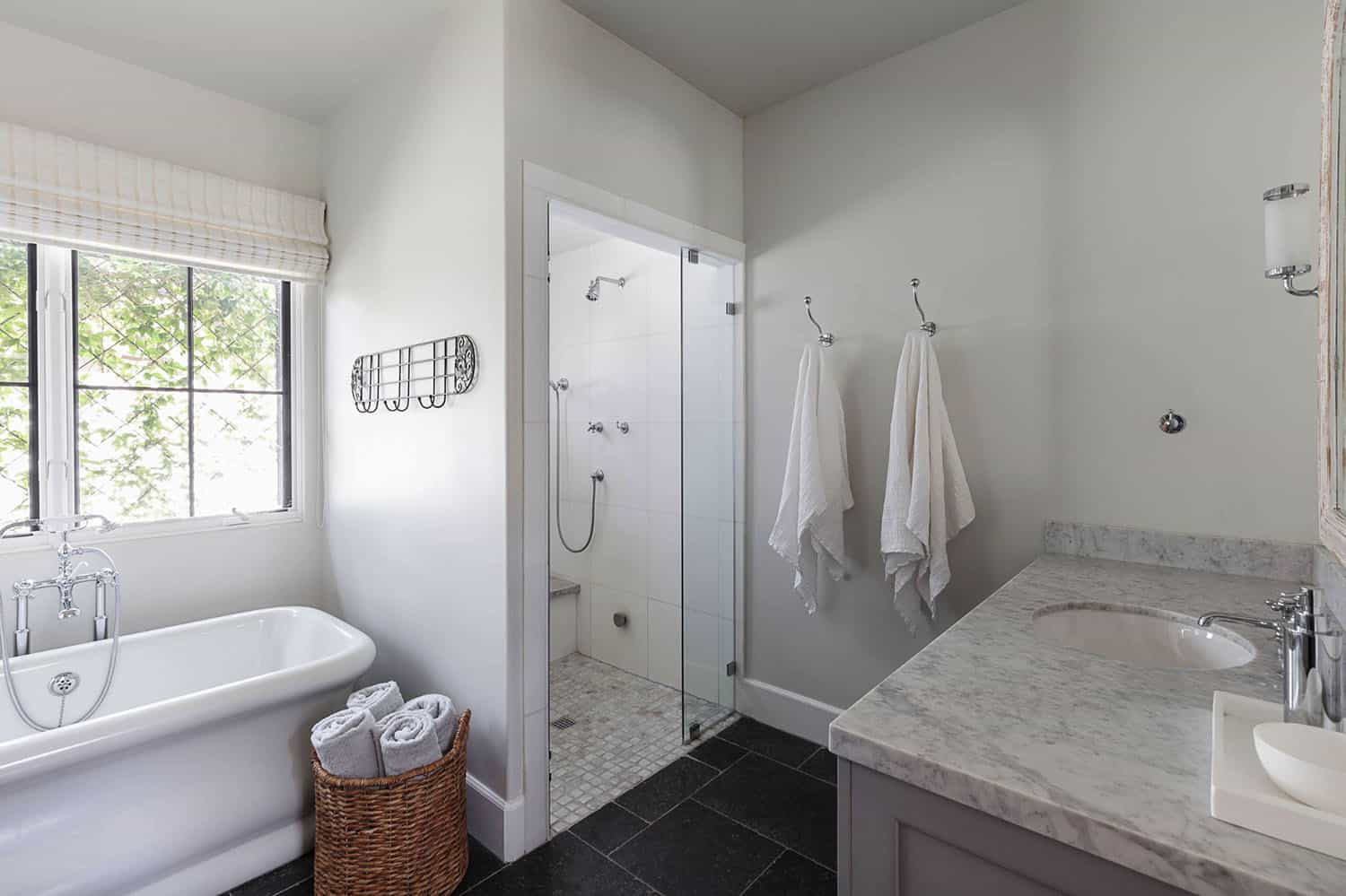 french-cottage-bathroom