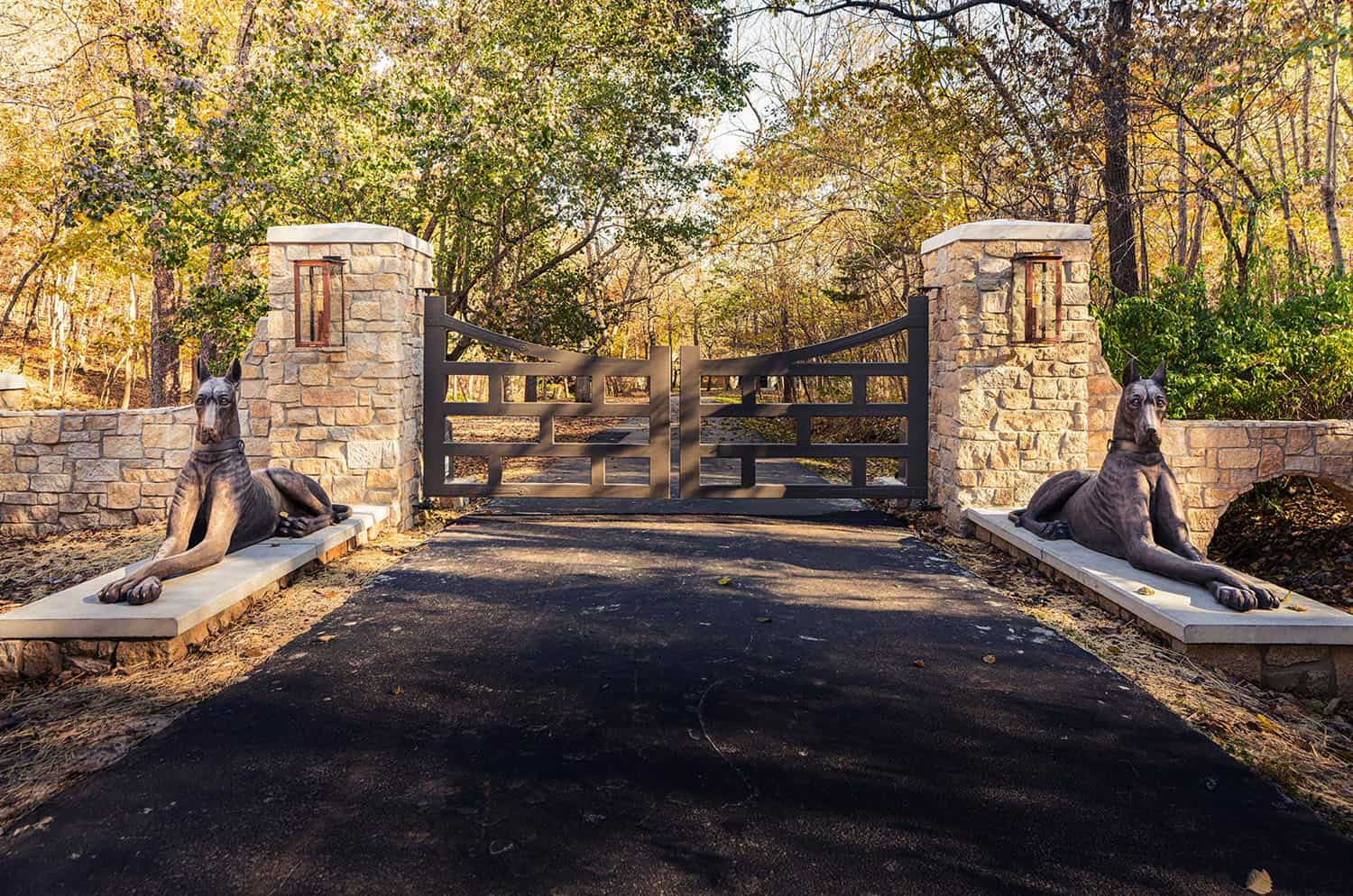 rustic-exterior-driveway-entry