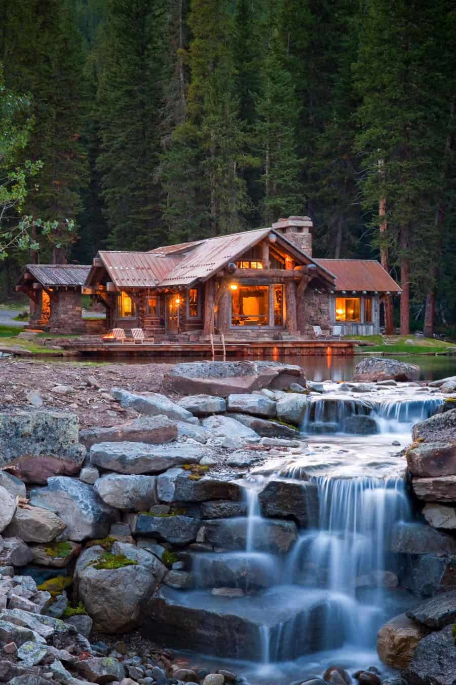 rustic-mountain-cabin-retreat-exterior