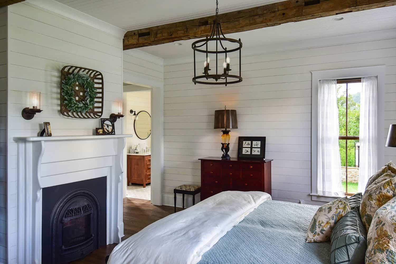 mountain-farmhouse-bedroom
