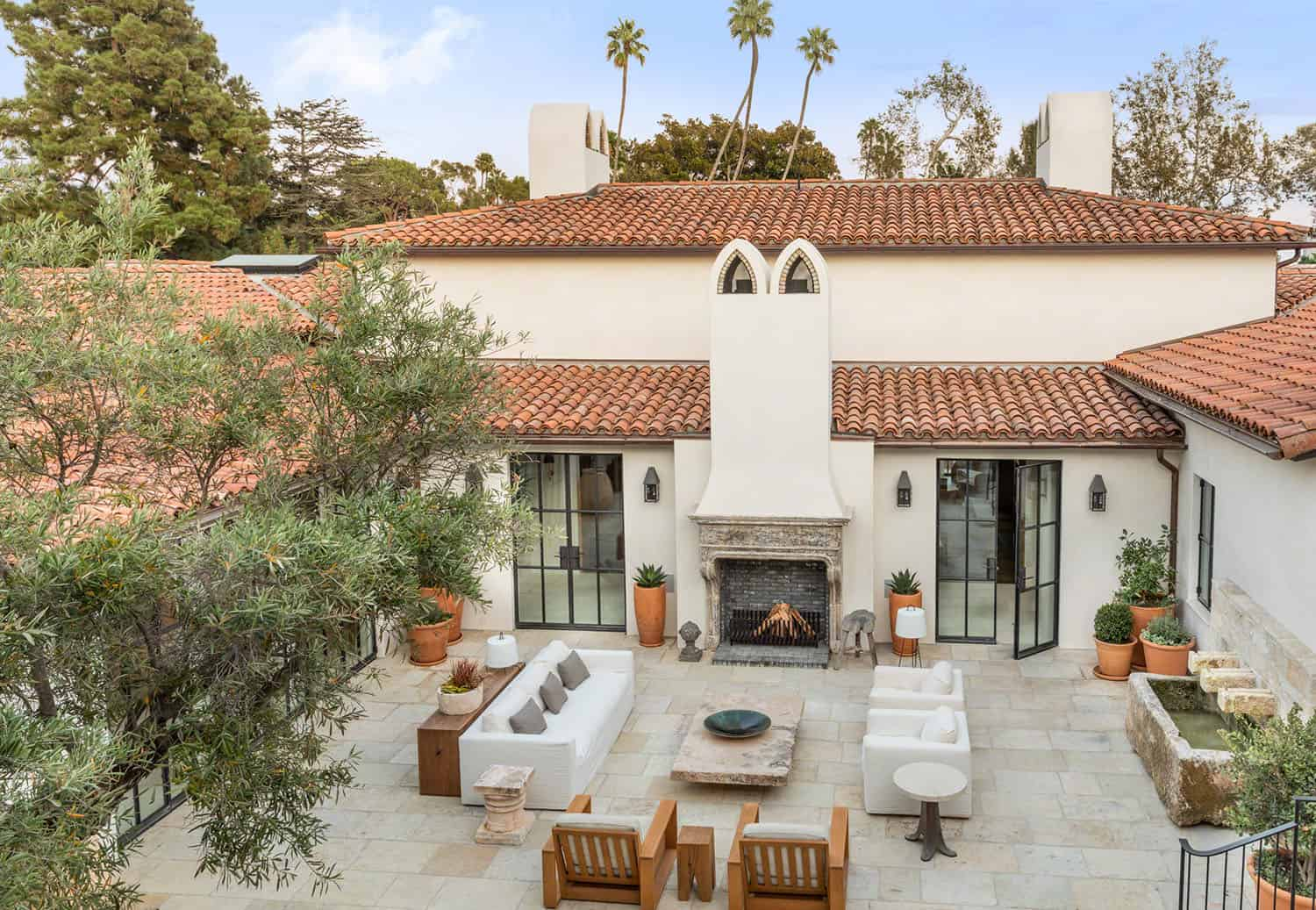spanish-colonial-style-home-patio