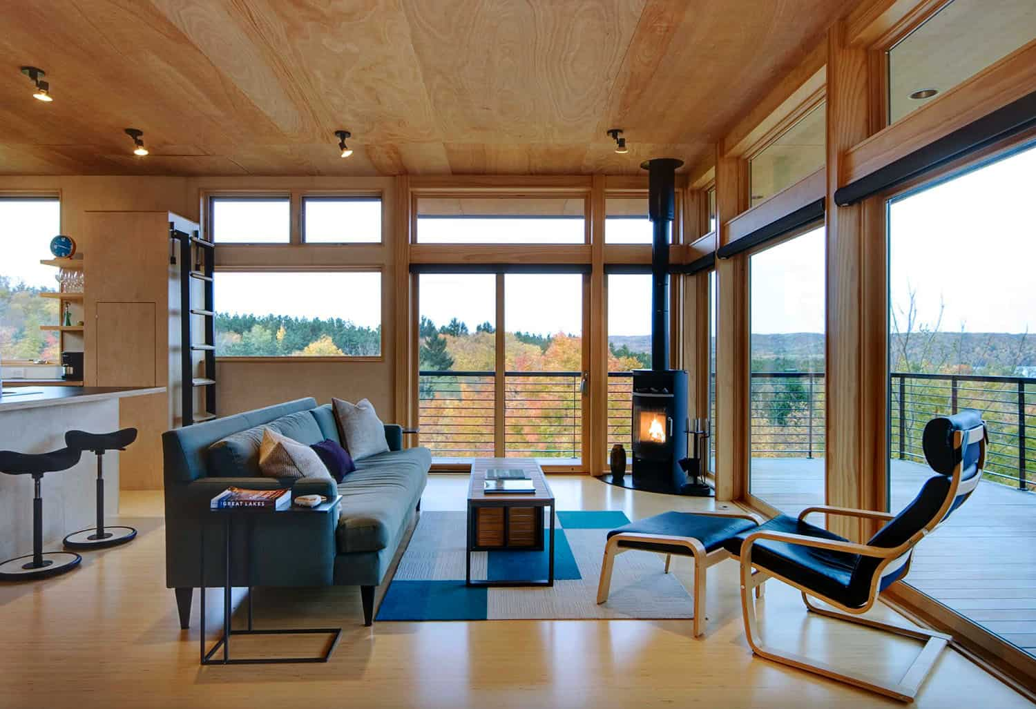 sustainable-hilltop-retreat-living-room