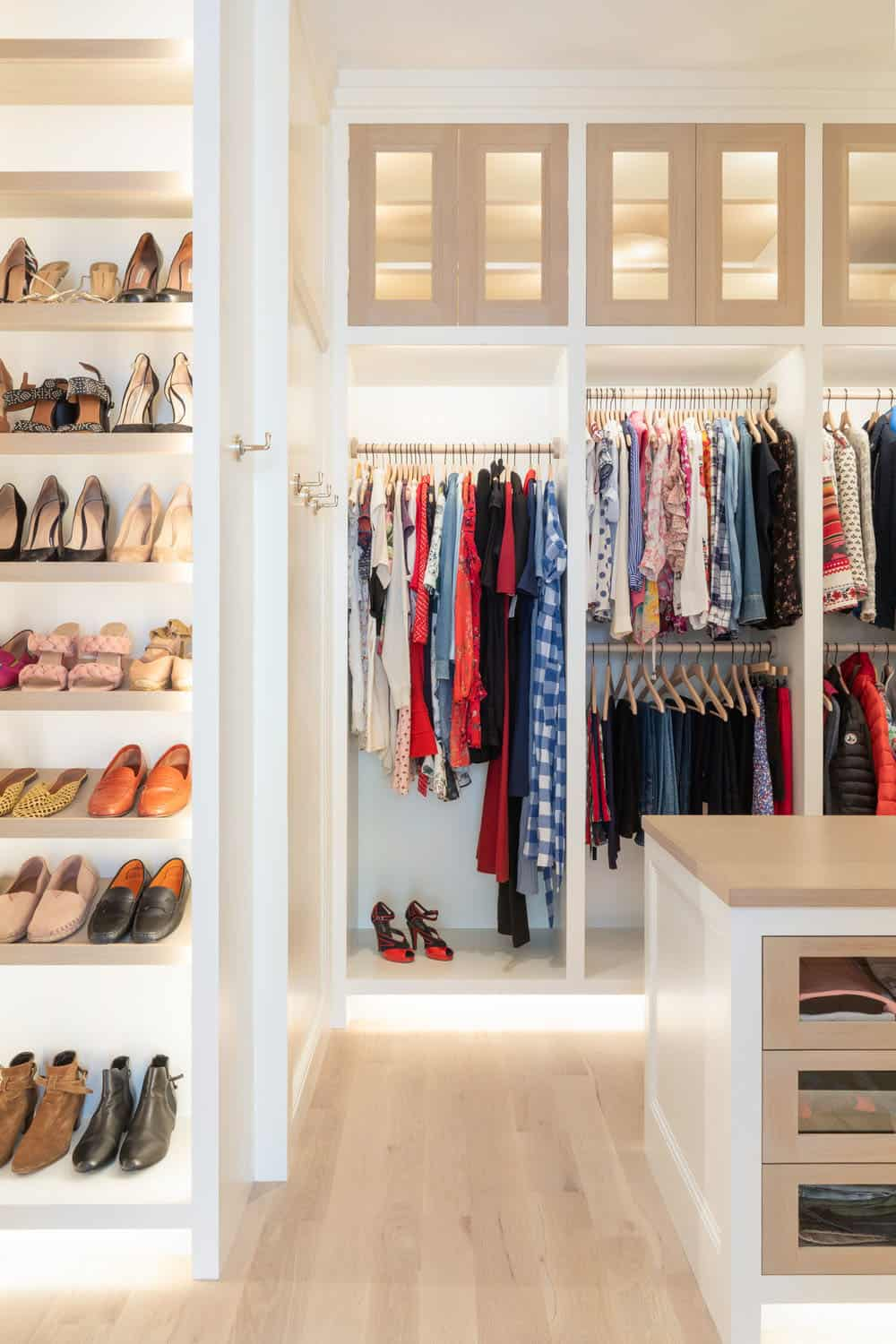 victorian-transitional-closet