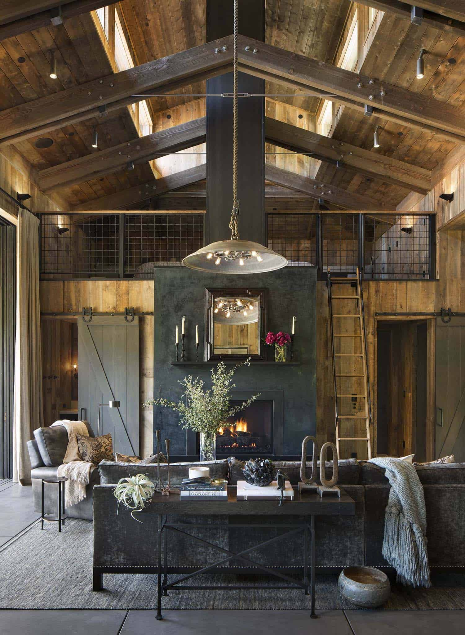 farmhouse-style-cabin-living-room