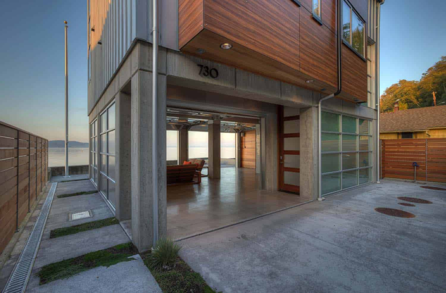 contemporary-waterfront-home-patio