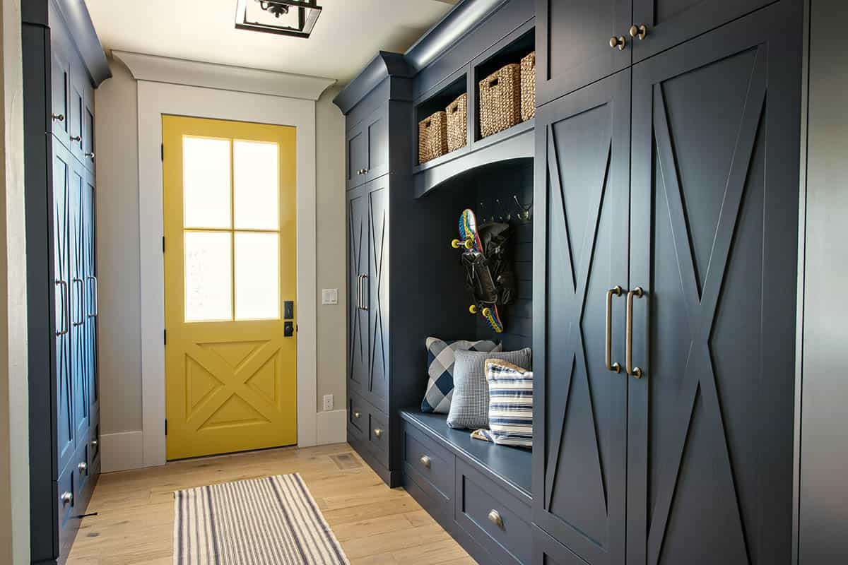 transitional-style-mudroom-entry