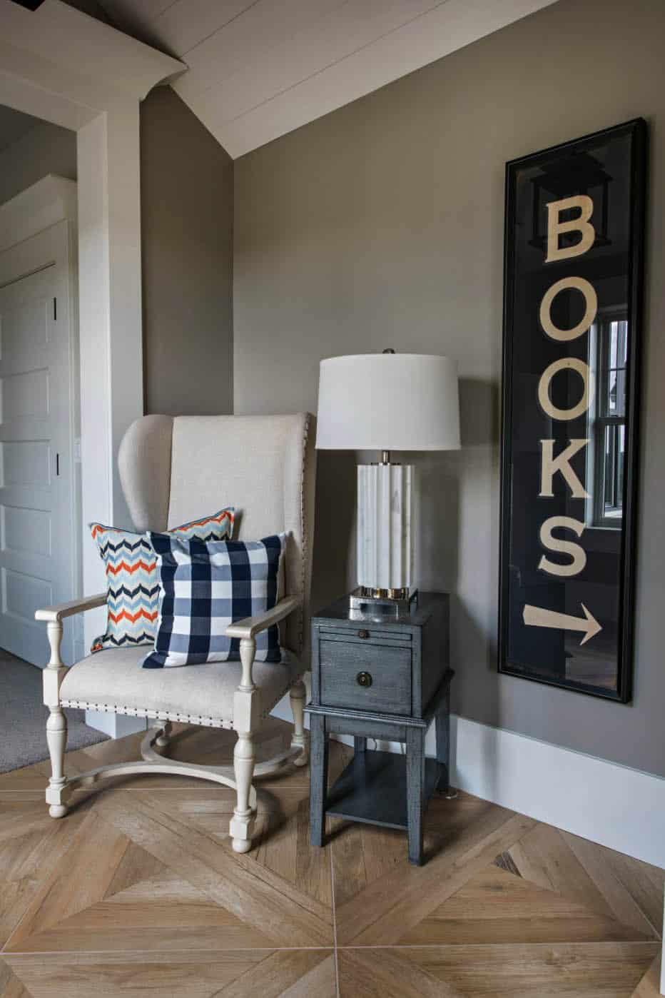 transitional-style-reading-nook
