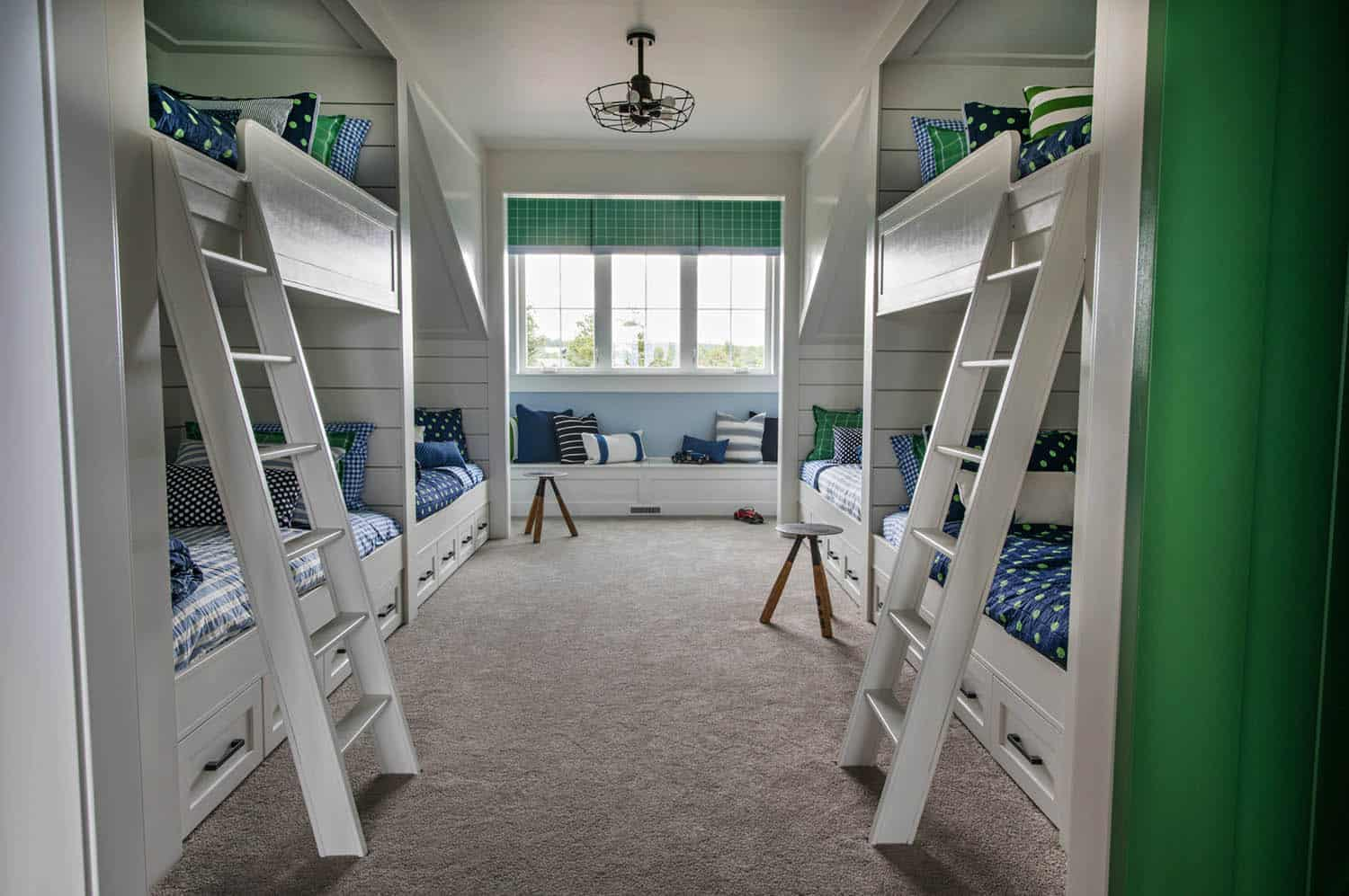 transitional-style-kids-bunk-bedroom