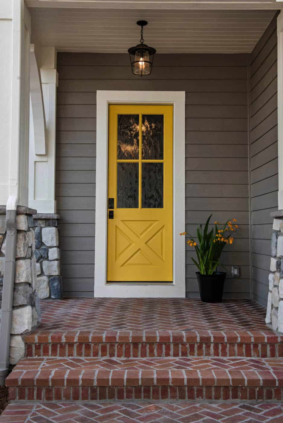 cottage-style-home-entry