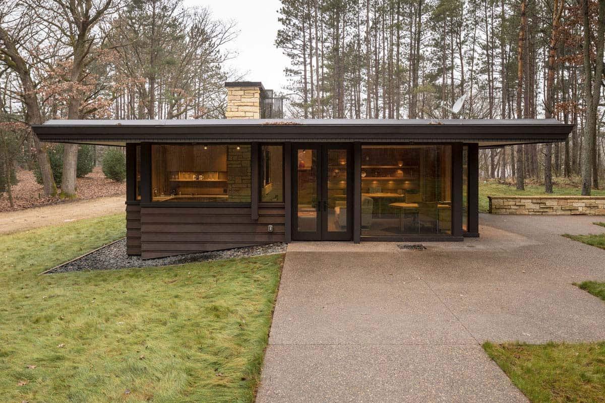 contemporary-home-garage-exterior