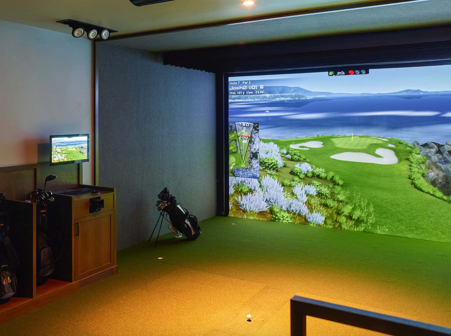 golf-simultator-traditional-home-theater