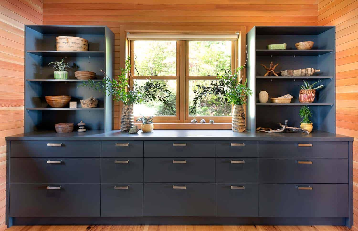 lake-house-built-in-cabinet
