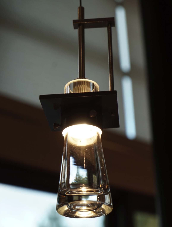 pendant-lighting-industrial-kitchen