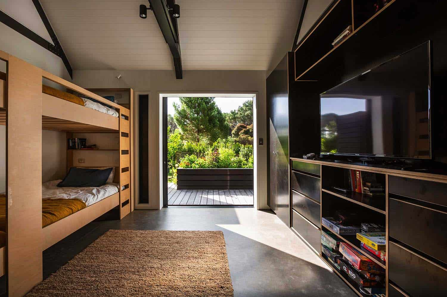 contemporary-cabin-bunk-bedroom