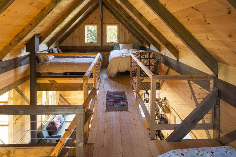 small-cabin-loft-bedroom