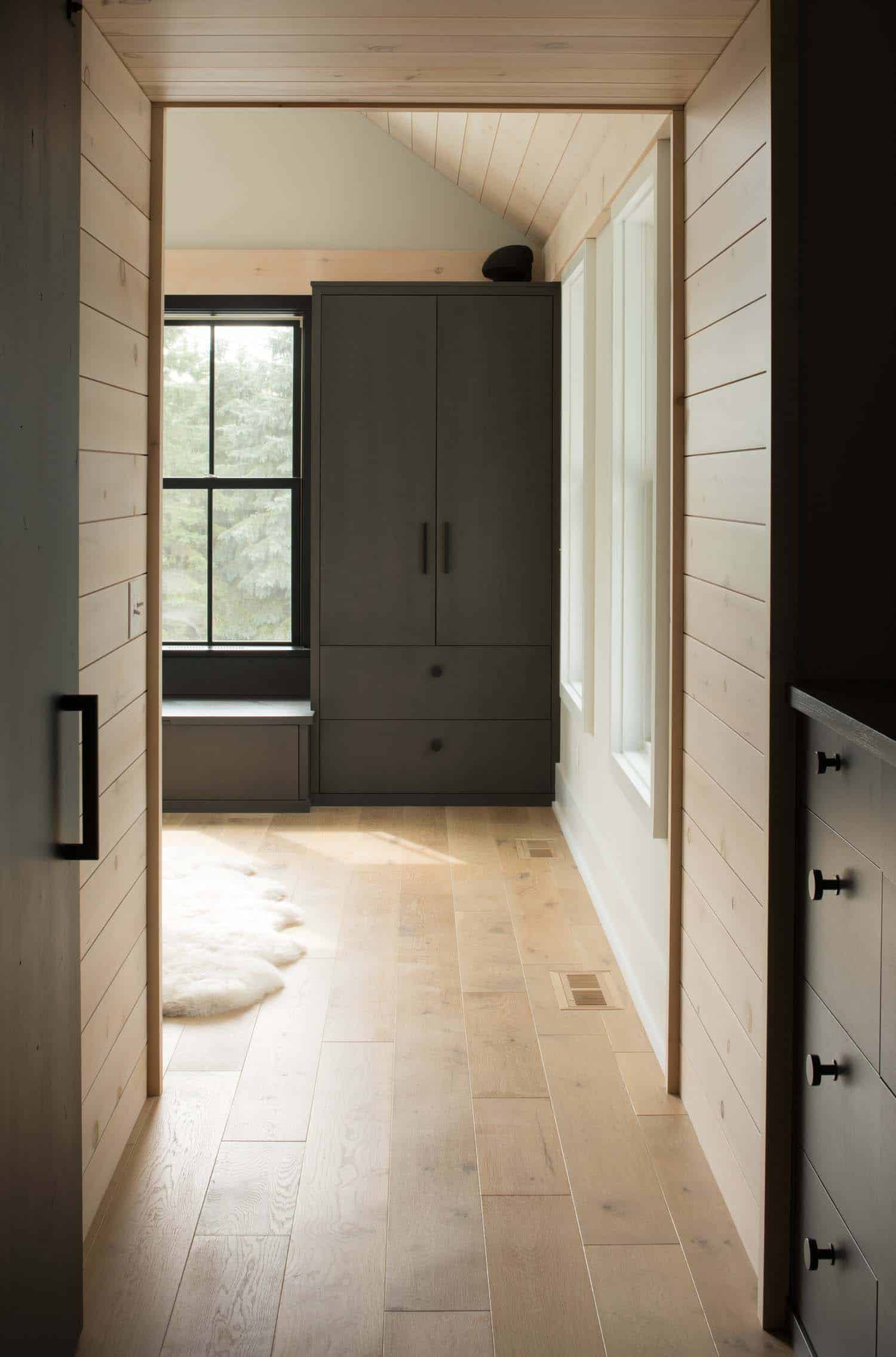 modern-farmhouse-bedroom-entry
