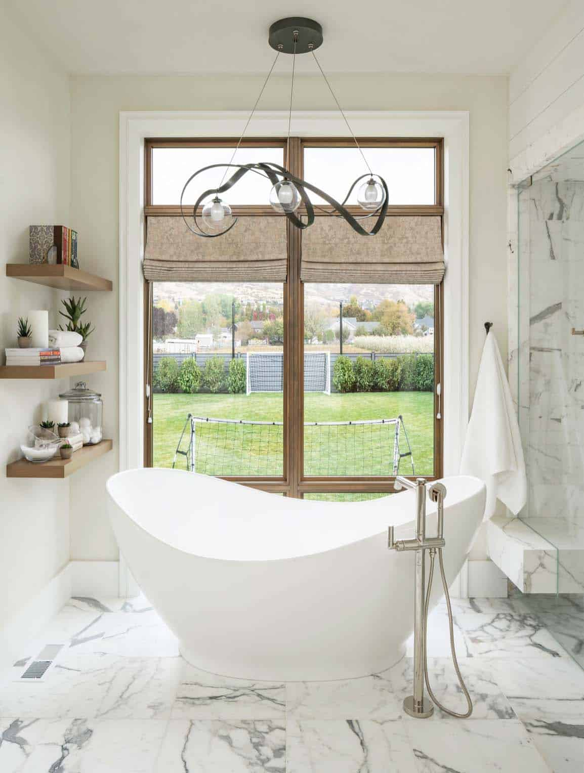 farmhouse-master-bathroom-tub