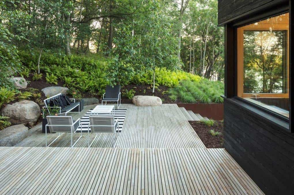 modern-lakefront-home-patio