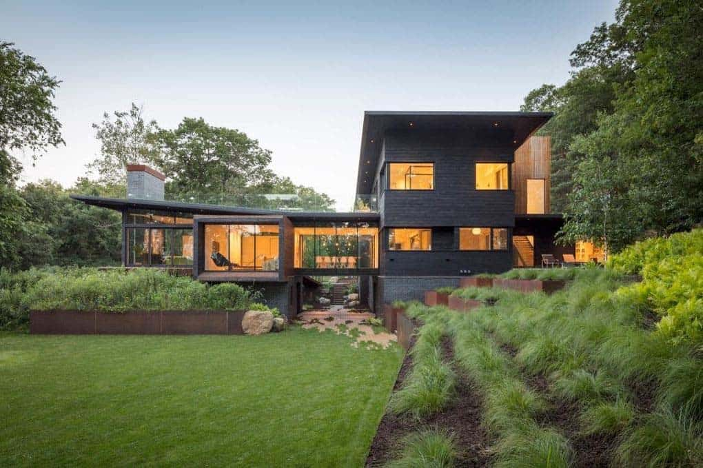 modern-lakefront-home-exterior
