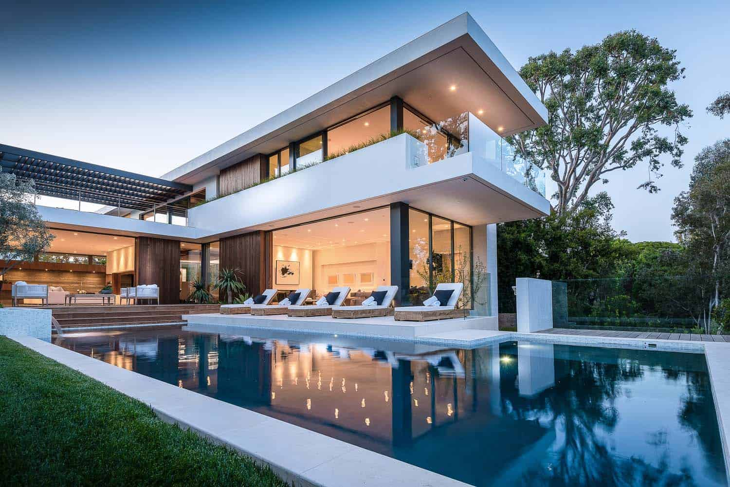 Modernist villa offers impressive architectural details in Pacific Palisades