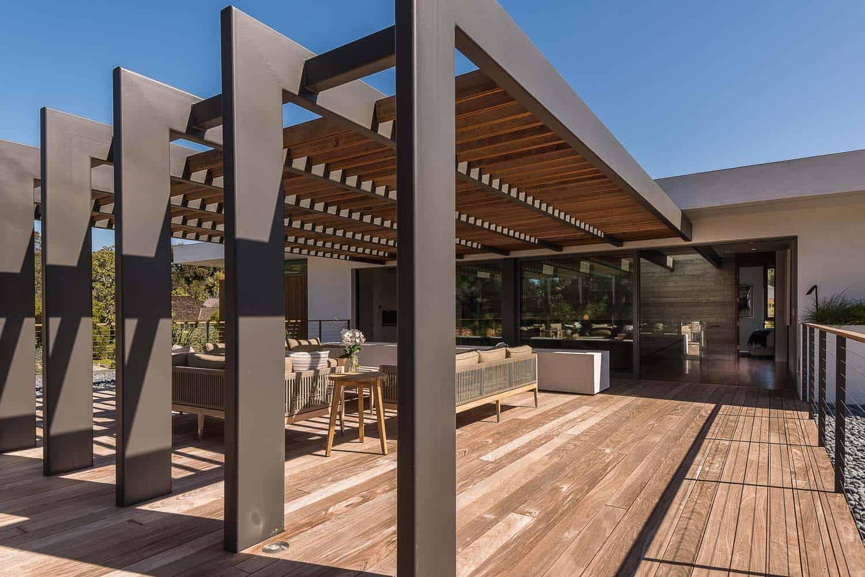 modern-villa-outdoor-covered-deck