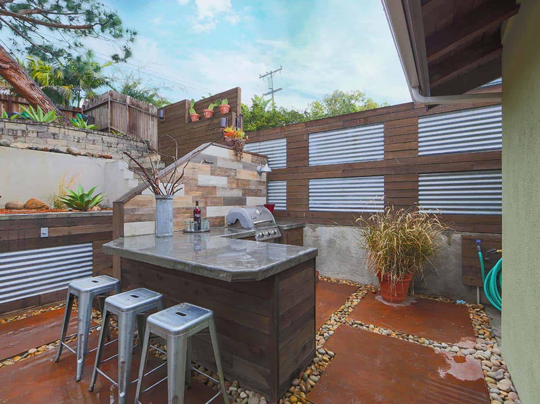 craftsman-style-house-patio