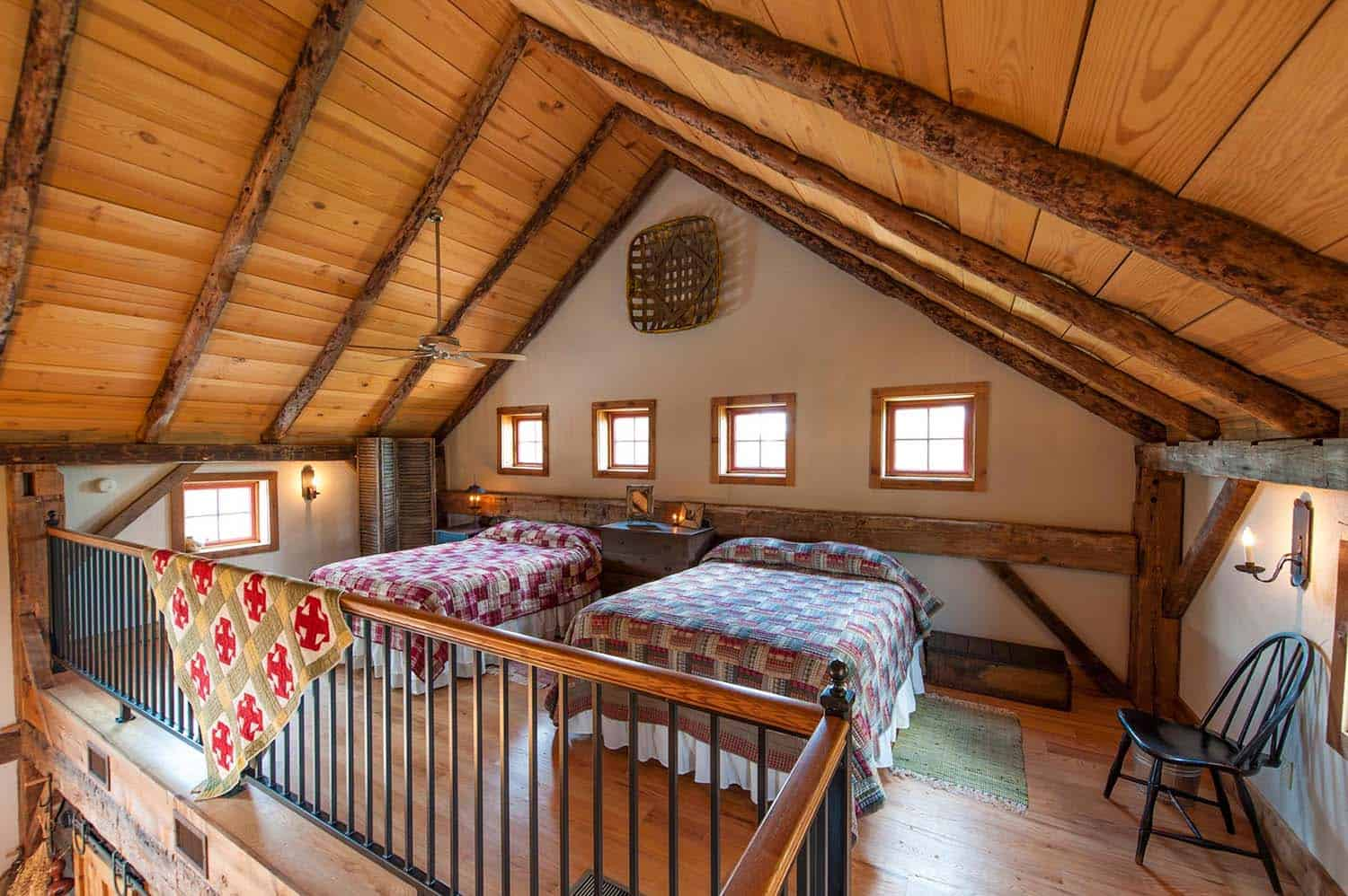 traditional-bedroom-loft