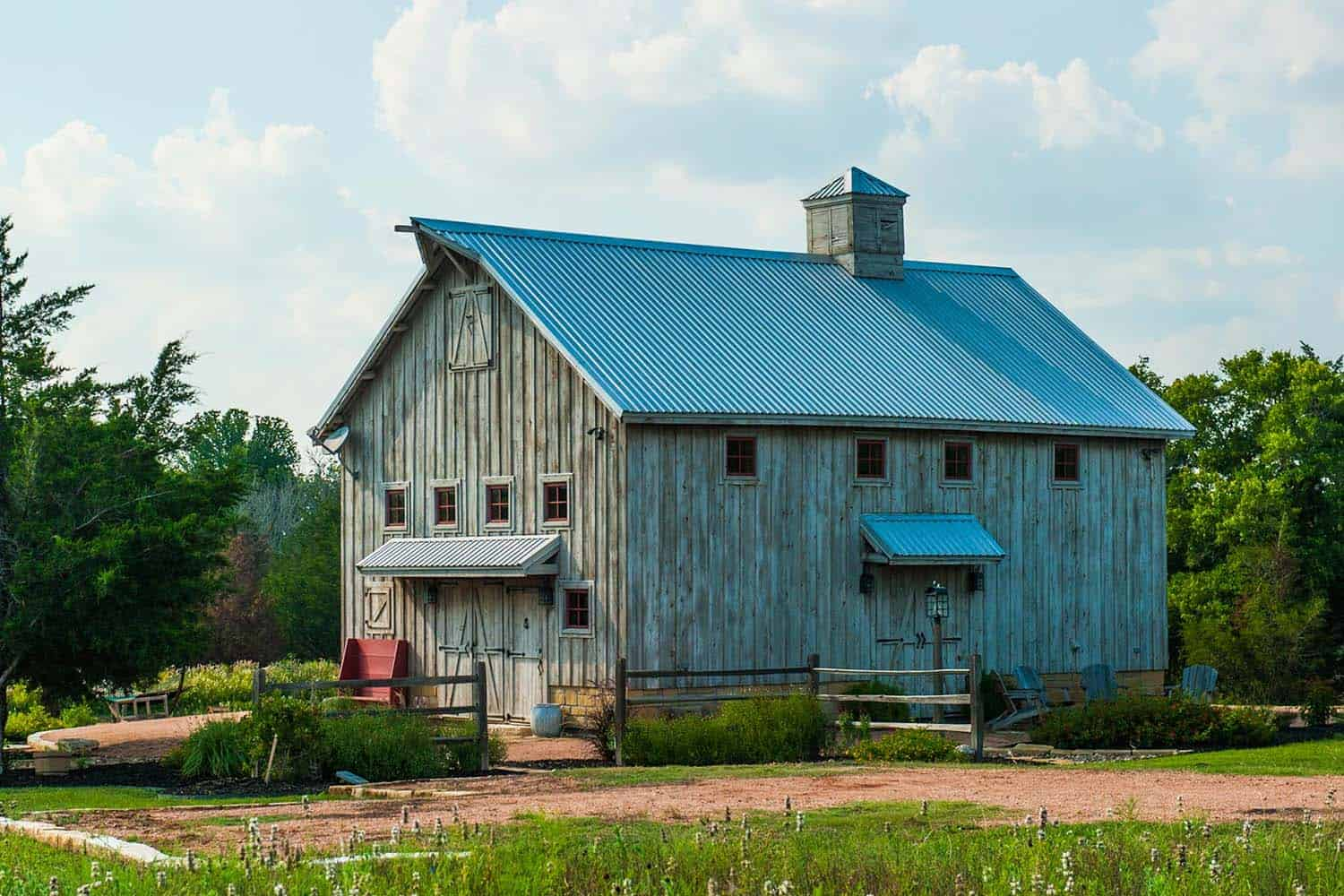 barn-farmhouse-exterior