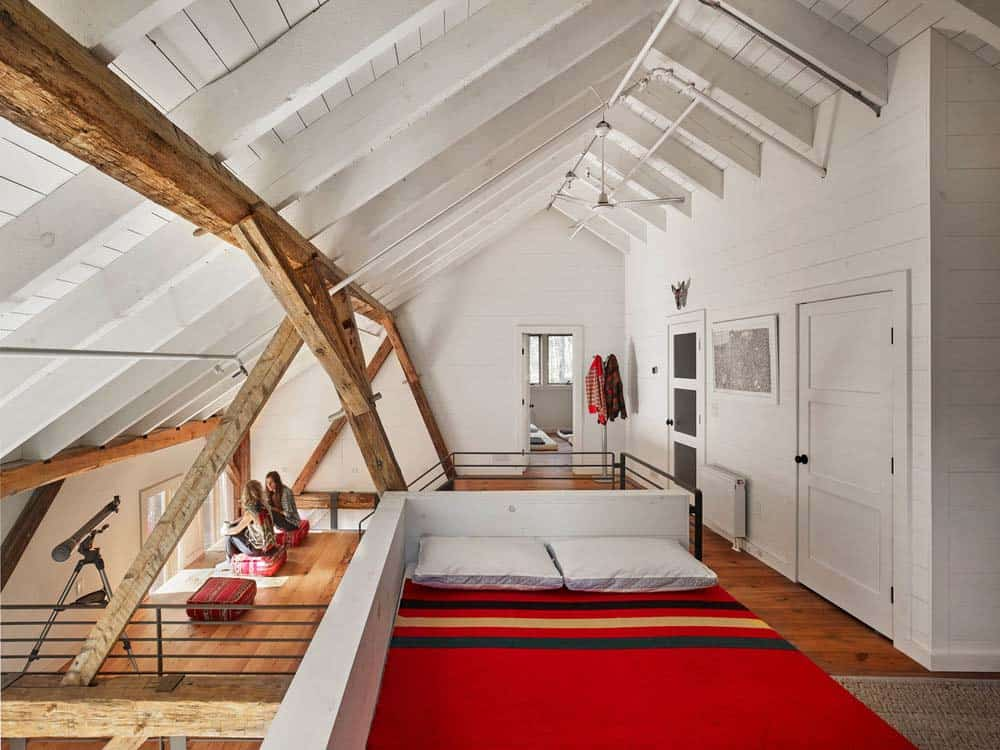 bunkhouse-rustic-bedroom
