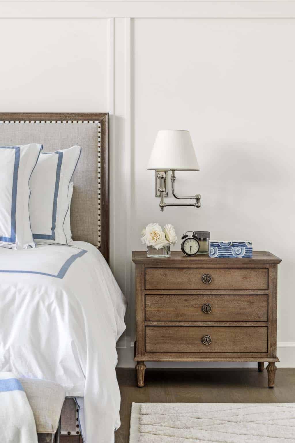 farmhouse-master-bedroom-bedside