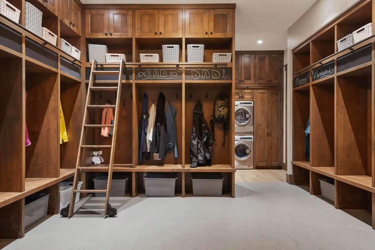 rustic-mudroom-laundry-room