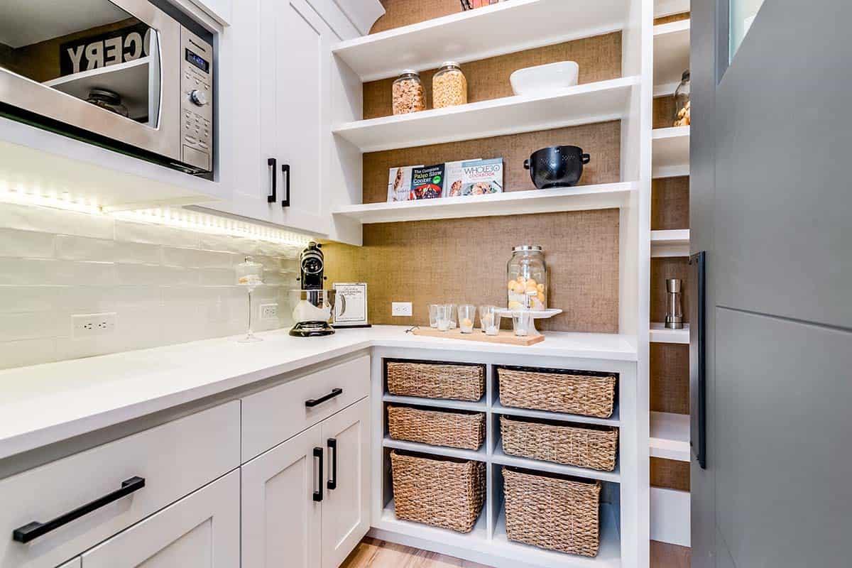urban-farmhouse-kitchen-pantry