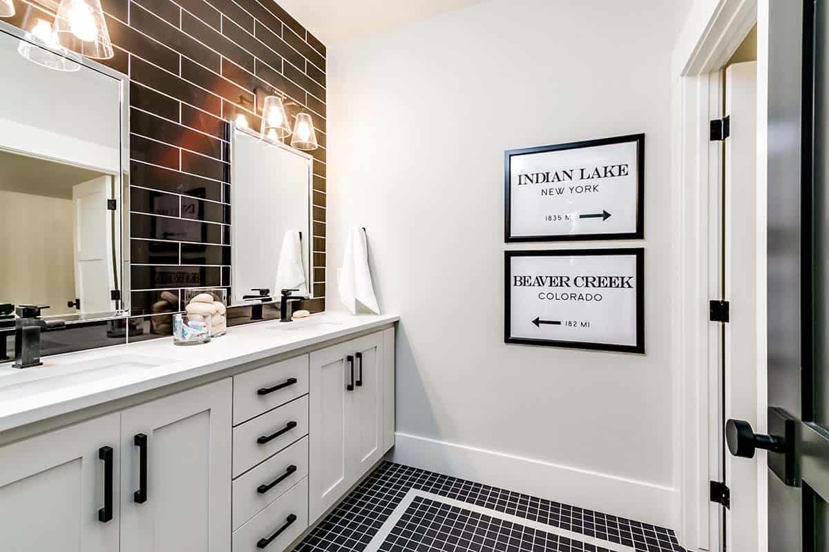 urban-farmhouse-bathroom