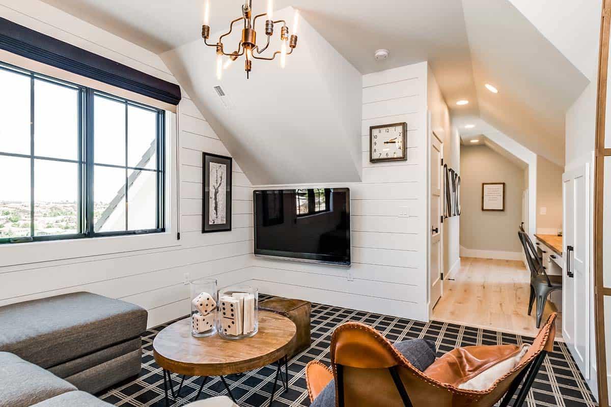 urban-farmhouse-family-room-den