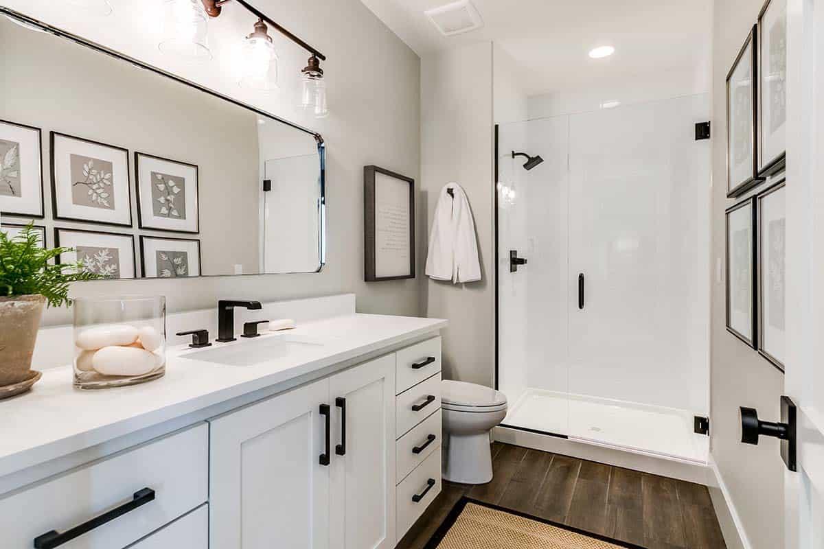 urban-farmhouse-guest-bathroom