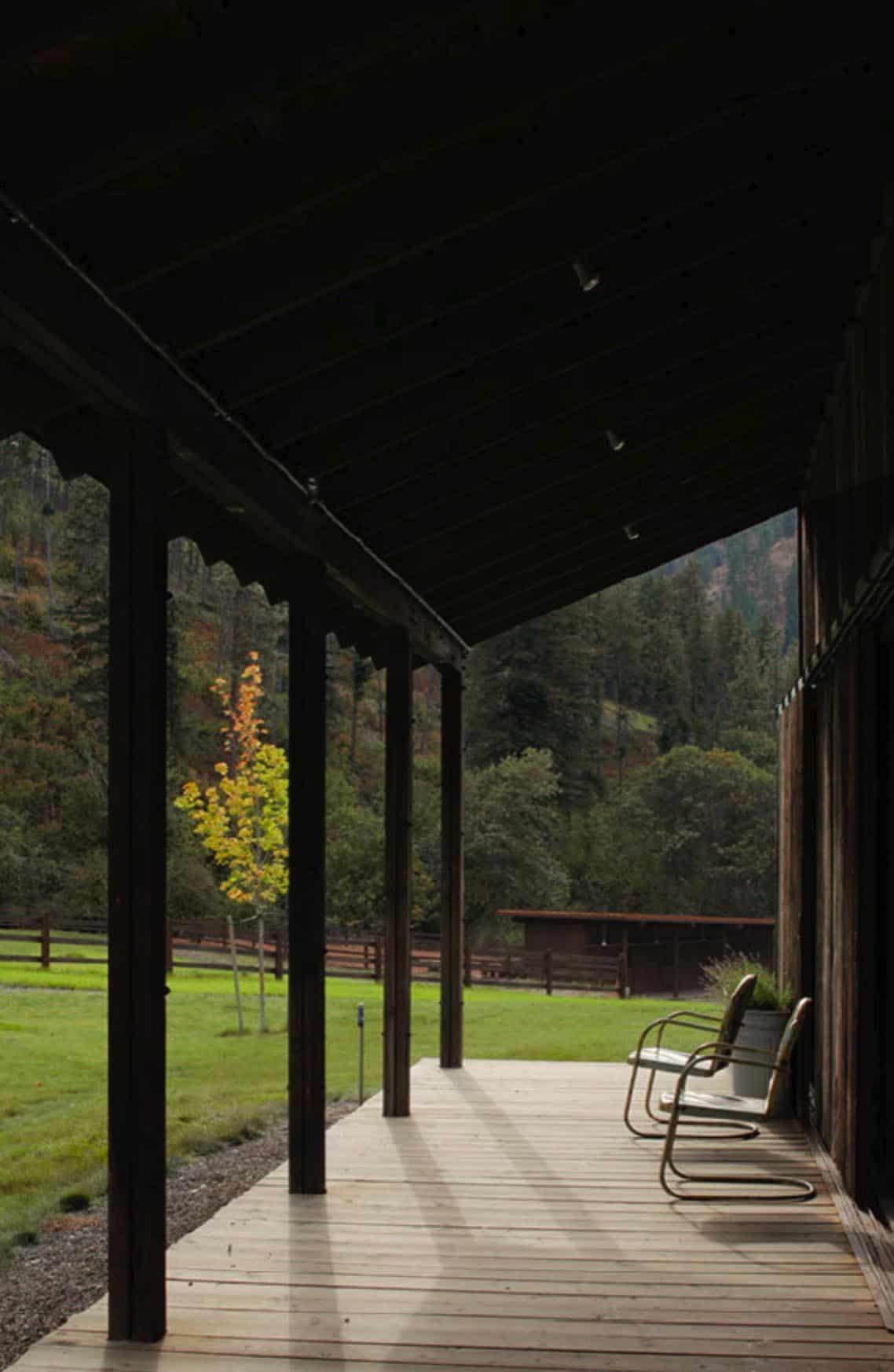 barn-rustic-porch