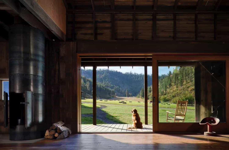 barn-rustic-family-room