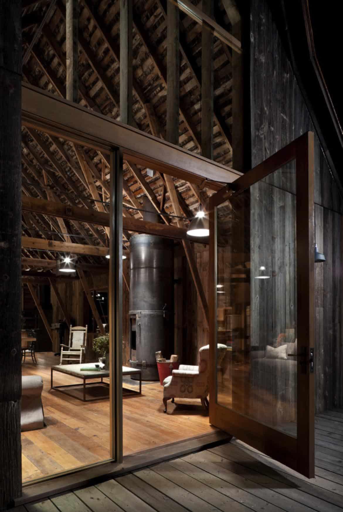 barn-rustic-living-room