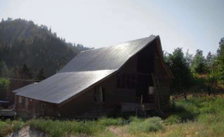 barn-rustic-exterior-before-renovation
