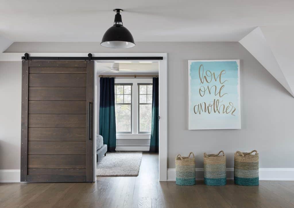 beach-style-hall-sliding-barn-door